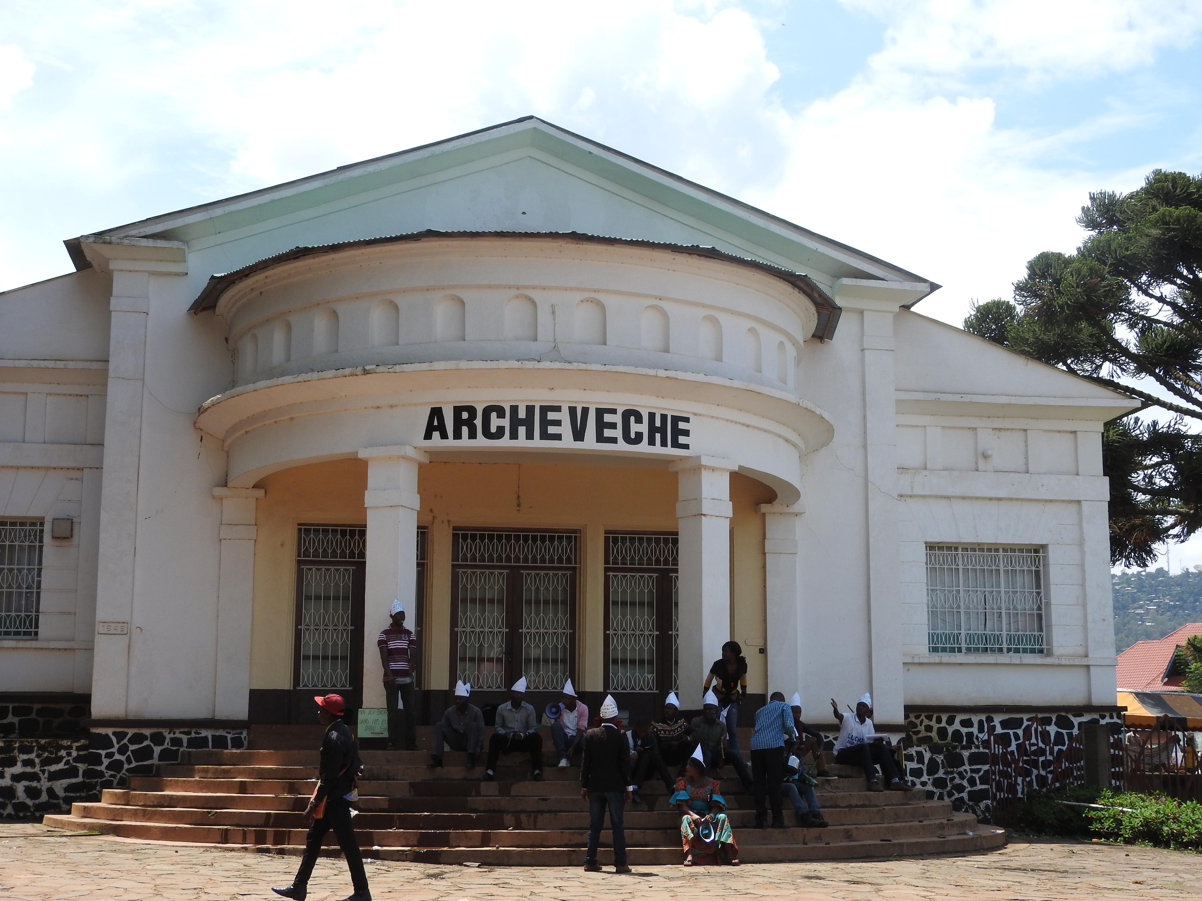 Bukavu : Les membres du mouvement  Lutte pour le changement (LUCHA) en sit in à l'Archevêché de Bukavu