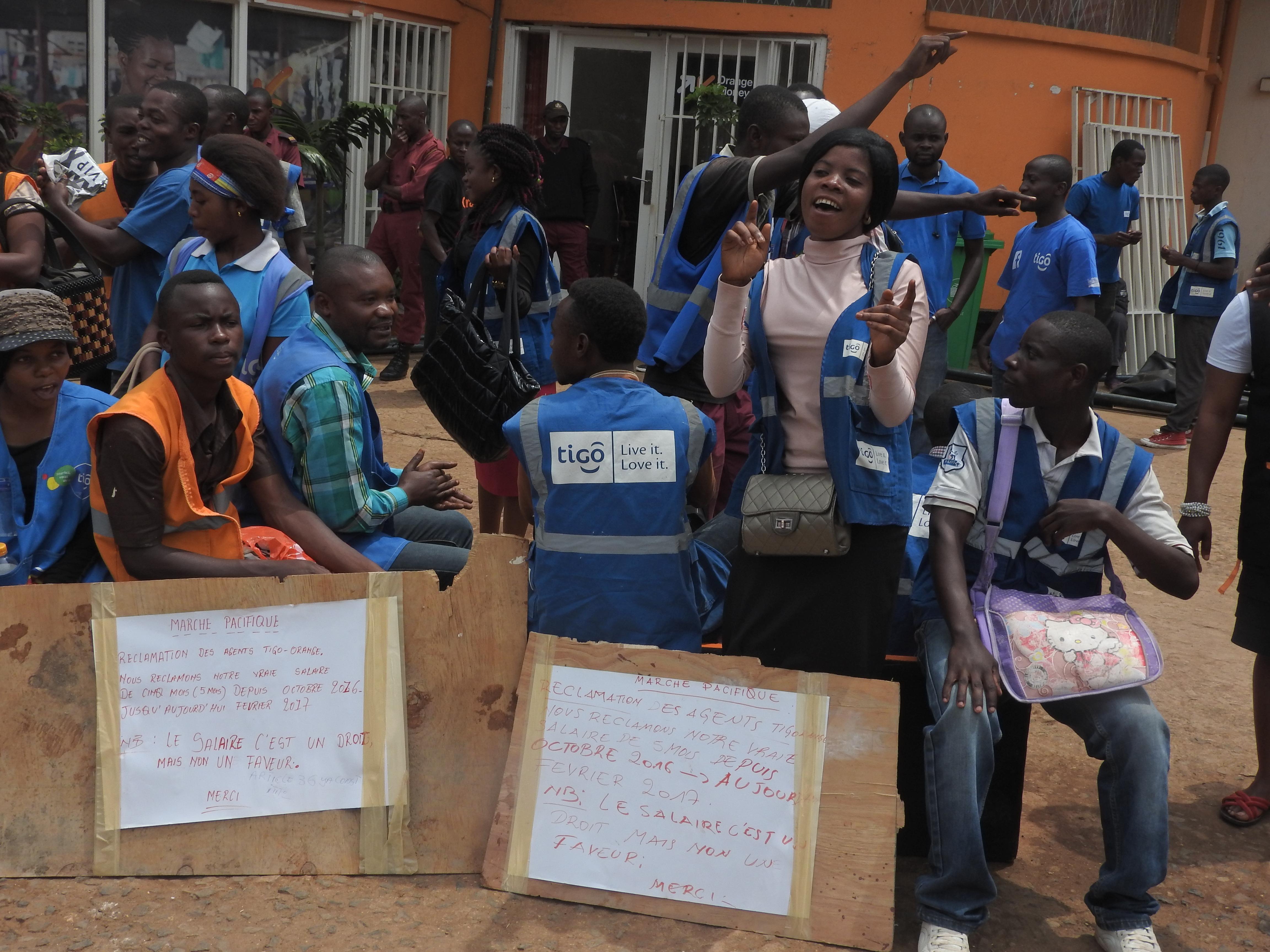 Bukavu : A 5 mois impayés, des agents mobile de la société Orange organisent un sit-in