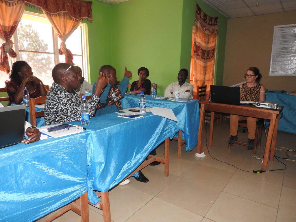 Bukavu : 10 formateurs de l'ETJ en formation avec Michèle Ouimet du journal La Presse du Canada
