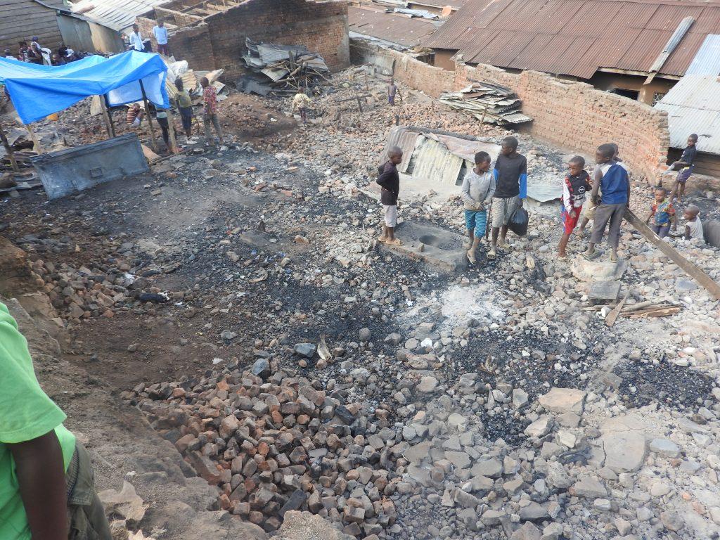 Bukavu : Vital Kamerhe (UNC) donne 600 tôles aux victimes de l'incendie à Buholo II
