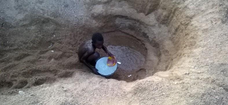 Bukavu : Faute d'eau de la Regideso, des habitants recourent à l'eau dangereuse des puits