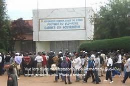 Sud-Kivu: Deux pétitions en circulation : une pour la démission du gouverneur et l'autre pour son soutien