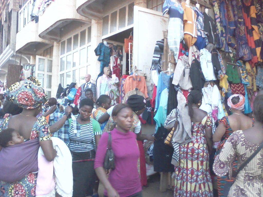 Fêtes de fin d'année: les marchés pirates  de Bukavu s'animent