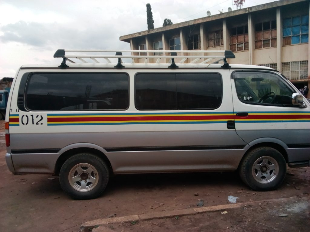 Controverse au tour du coût de la peinture taxi à Bukavu, le maire de la ville maintient sa décision : « Pas moyen de diminuer le prix »