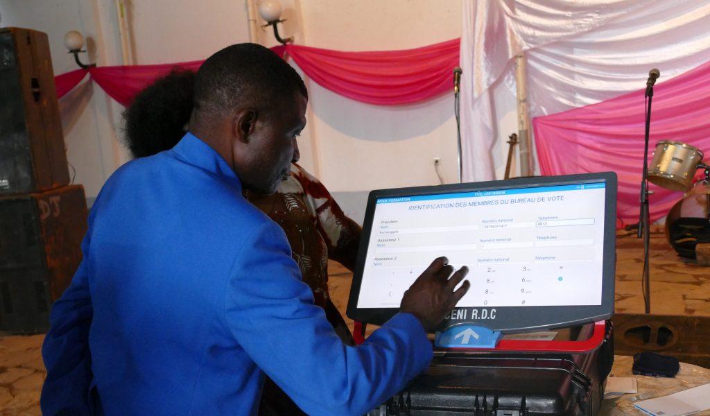 « Les 16% d'enrôlés sans empreinte digitale vont participer aux scrutins », précise Pius Bikungu (CENI)