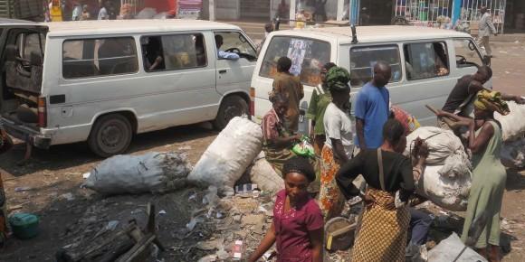 Walungu : 8 personnes dans une voiture, le Commissaire supérieur de la police de Walungu appelle au strict respect des mesures