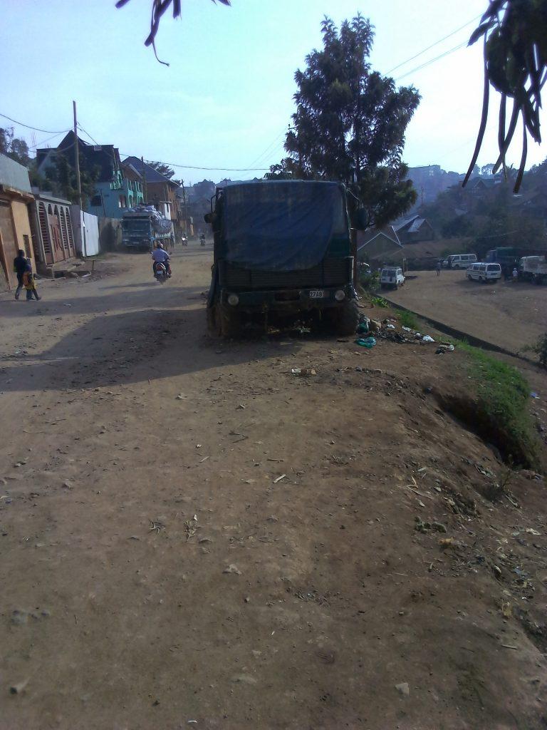 Bukavu : Quand une épave de véhicule sème l'insécurité à Mukukwe
