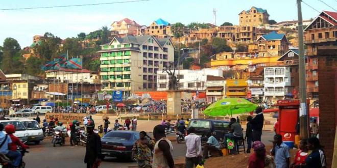 Bukavu: Il se déguise en fille pour passer un test d'embauche à la place de sa copine