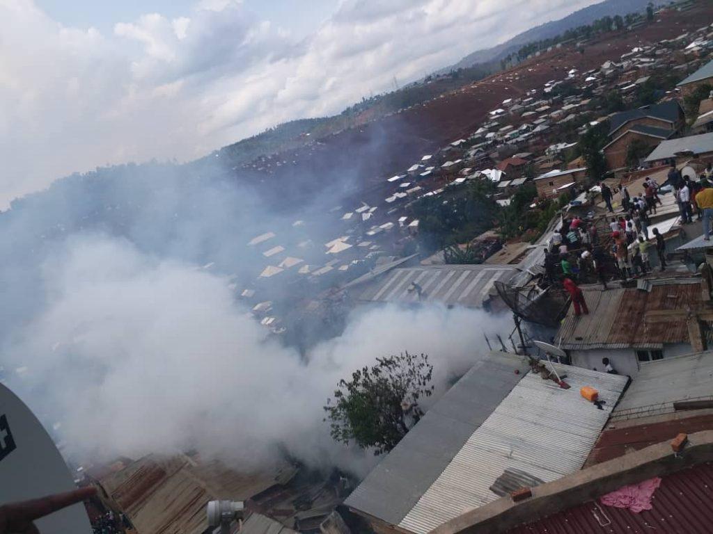 Bukavu: Les sapeurs pompiers maitrisent à l'instant un incendie sur l'avenue Albert Kayabu