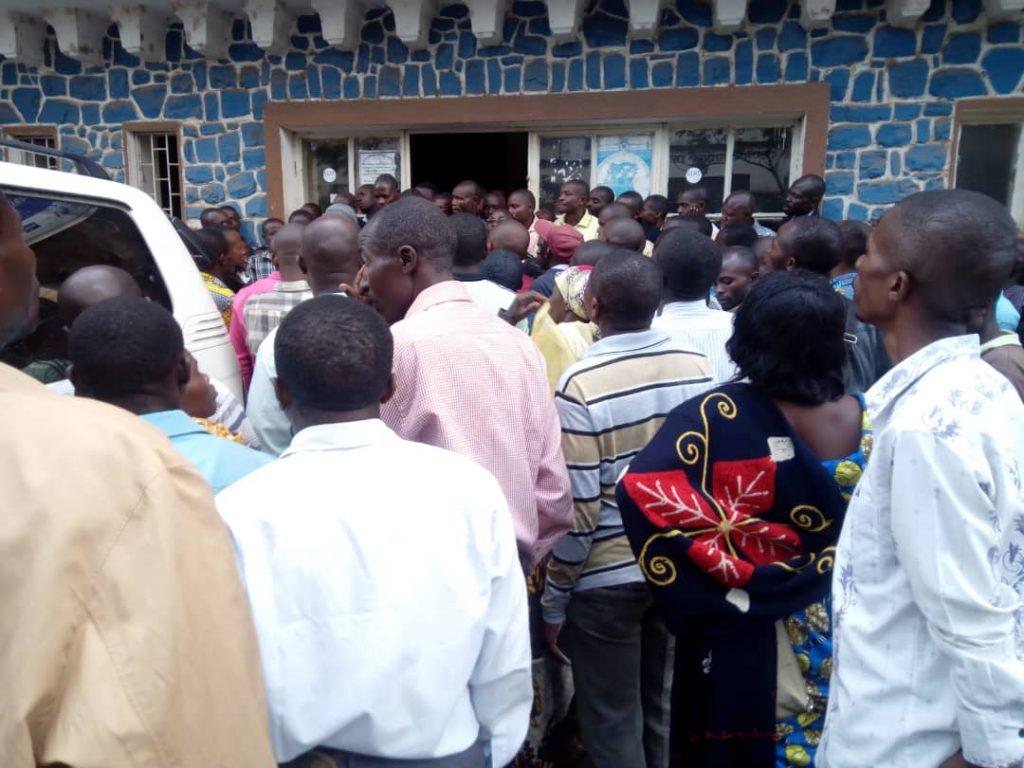 Bukavu: Les enseignants maintiennent leur sit-in jusqu'à samedi malgré les promesses du gouverneur