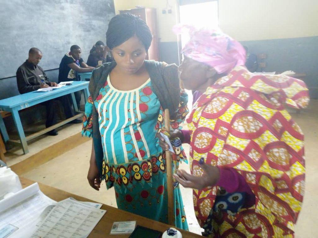 Bukavu: Des personnes de 3ème âge votent aussi à l'EPA Bwindi à Bagira