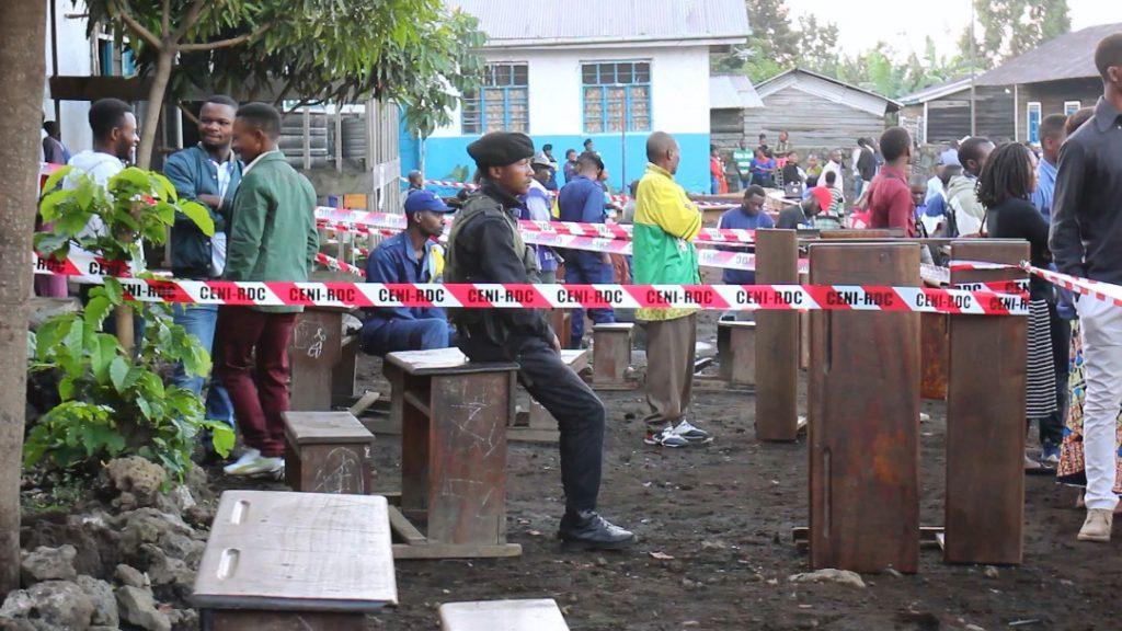 Goma: Au centre de vote Mont Carmel, des témoins attendent signer les procès verbaux ce lundi matin