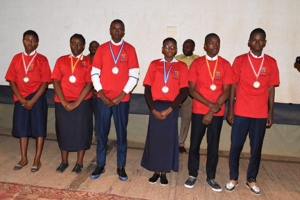 Bukavu : 6 élèves finalistes du secondaire décrochent leurs bourses d'études universitaires (Reportage photos)