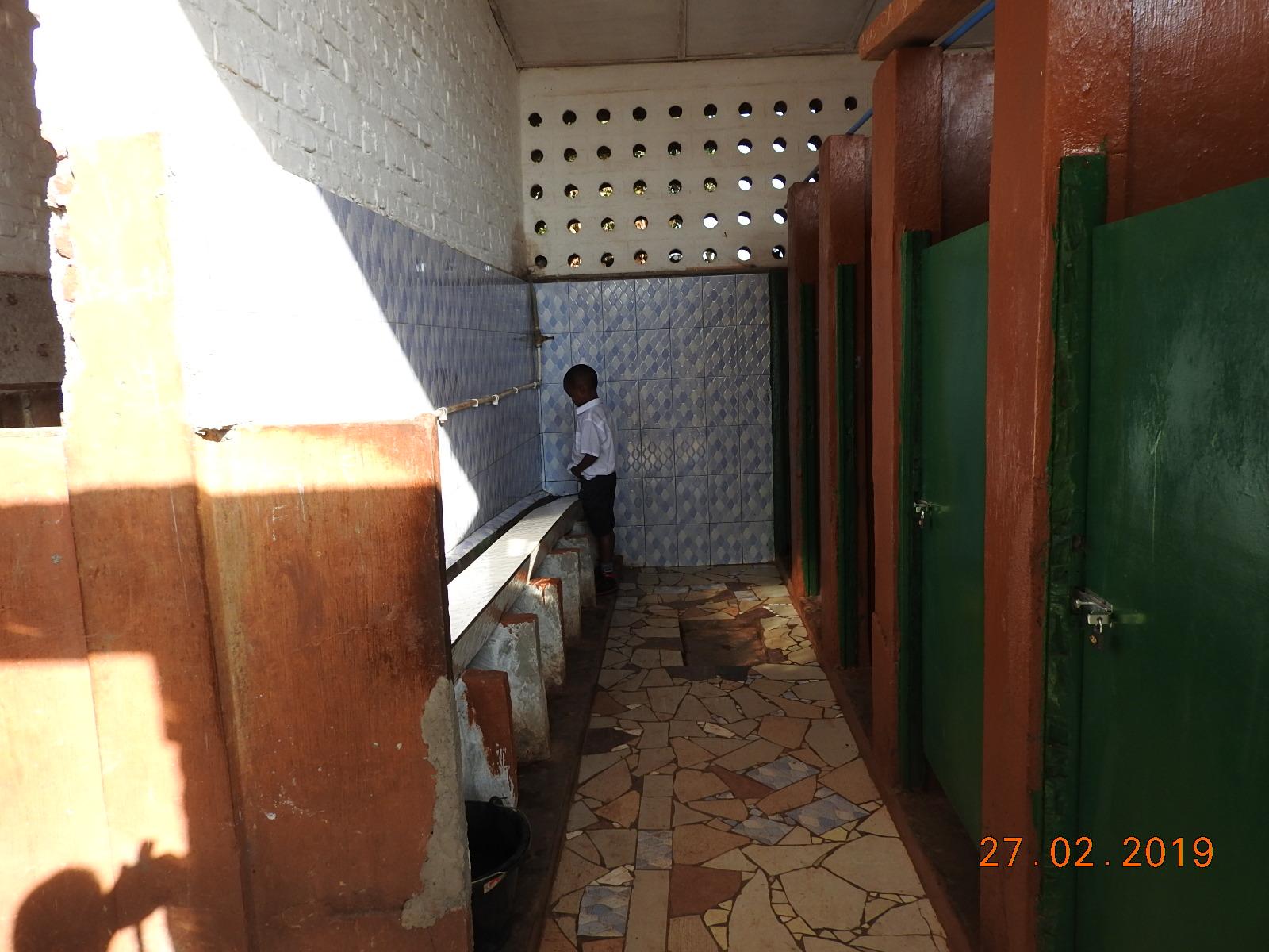 BUKAVU : l'Association BADI réhabilite les toilettes de certaines écoles primaires de Bagira