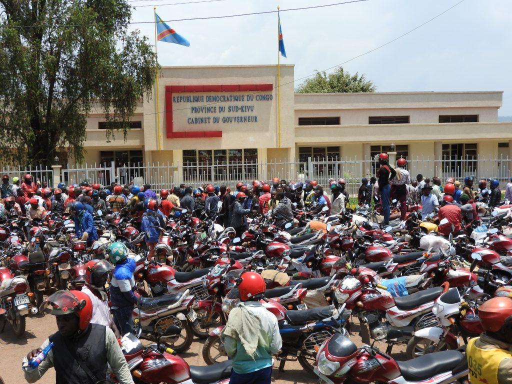 Les motards du Sud-Kivu exigent l'annulation sans condition de la mesure suspendant la vente des plaques SK