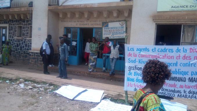 Bukavu : sit-in à la Division provinciale de la communication et medias, les agents réclament le départ du chef de division.