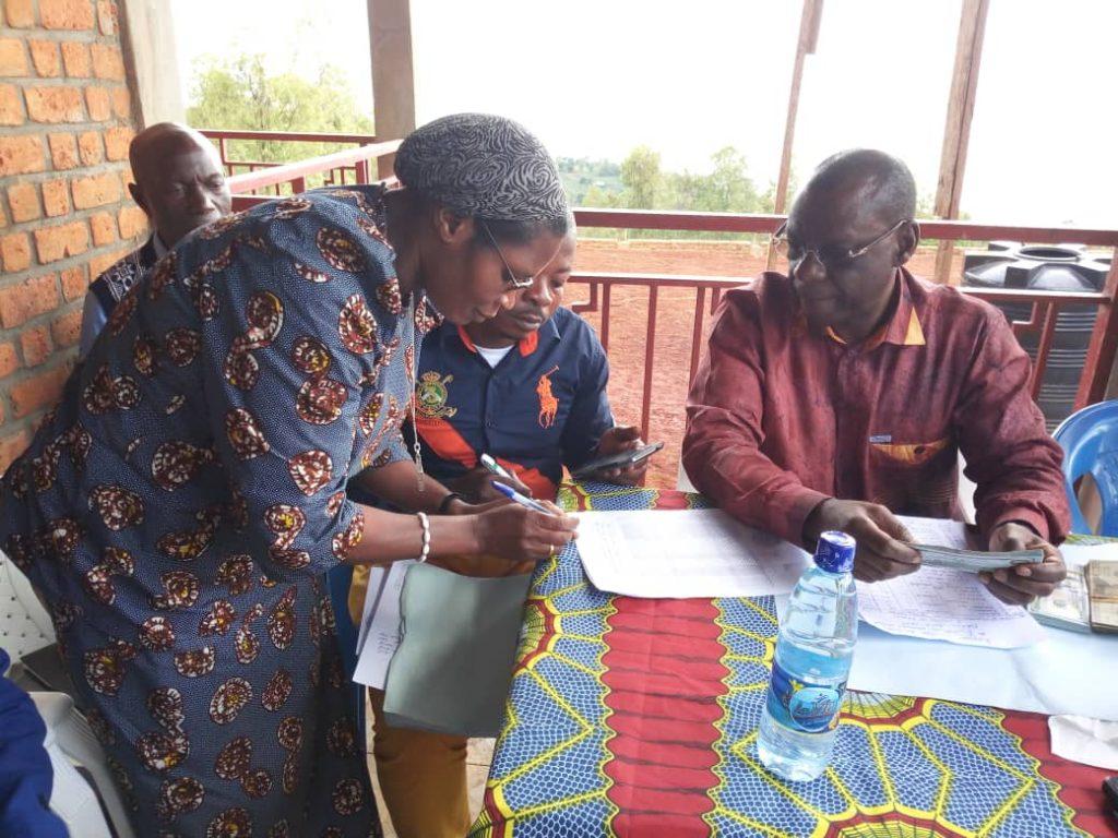 Idjwi : Les frais de participations aux examens d'Etat payés par le député Akili Miruho