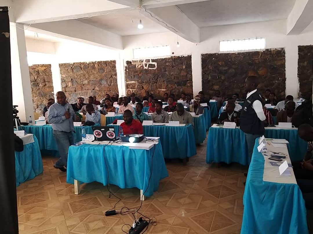 Sud-Kivu : L'OMS sensibilise les leaders communautaires et les journalistes sur la prévention de l'Ebola