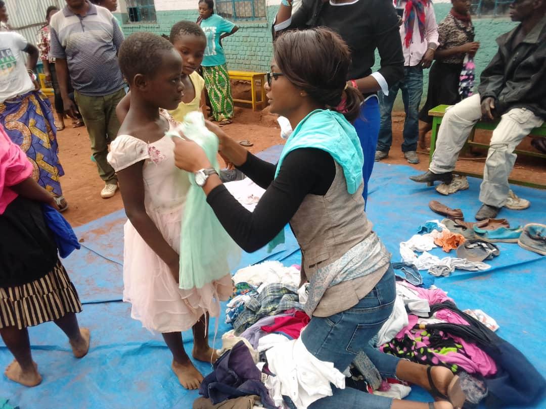 Bukavu : Des familles de militaires du Camp Saïo bénéficient des vivres et non vivres de l'association Binti Movement