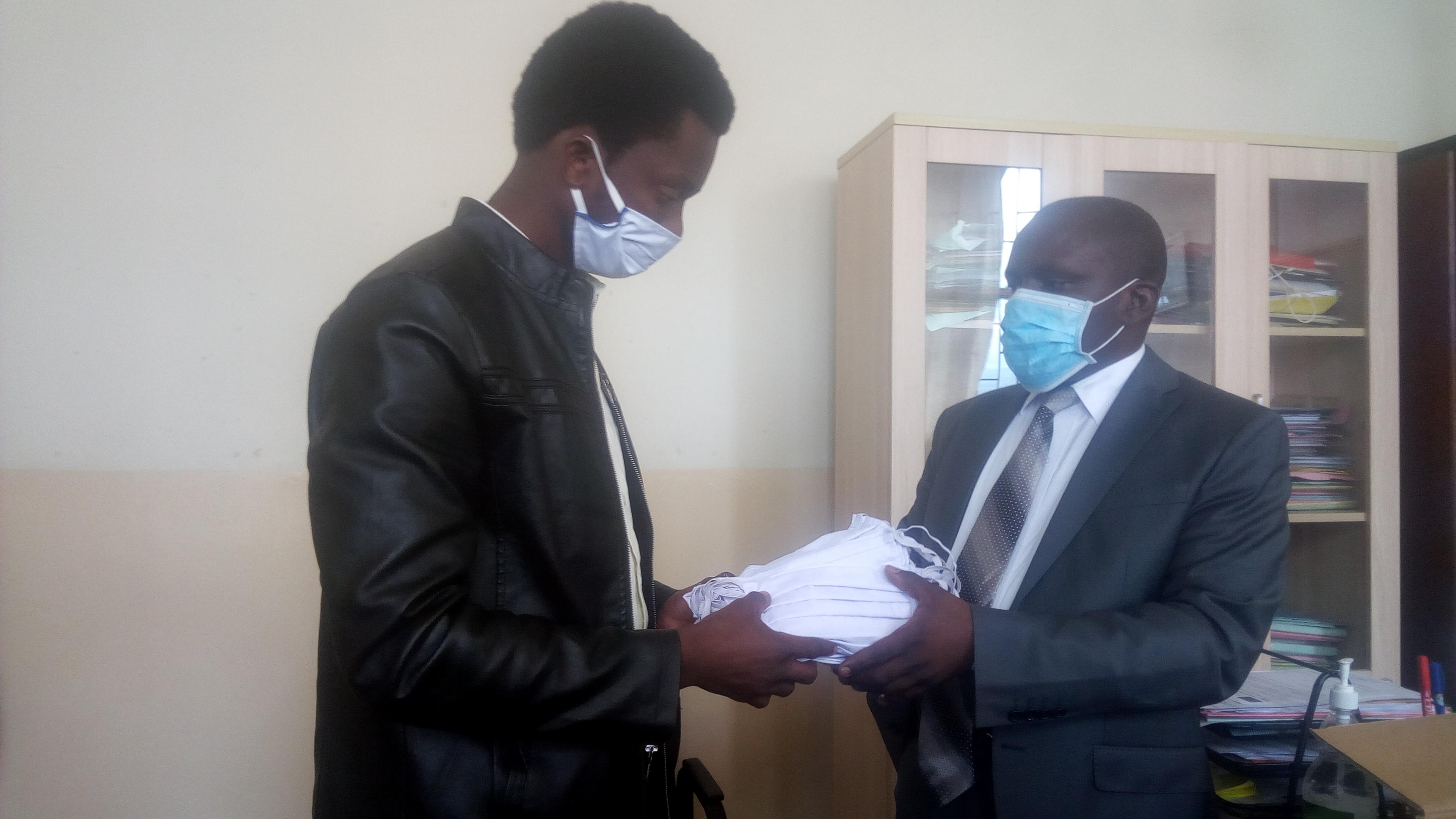 Covid 19/Sud-Kivu : Le collège provincial des étudiants réceptionne 3.000 cache-nez du Ministère de la santé