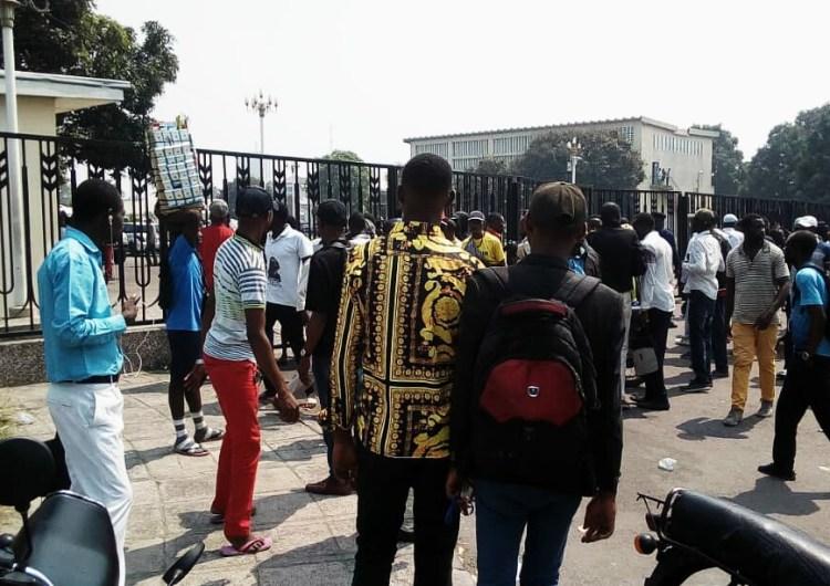 RDC : Les militants de l'UDPS manifestent au Palais du Peuple contre la proposition de loi des députés du FCC