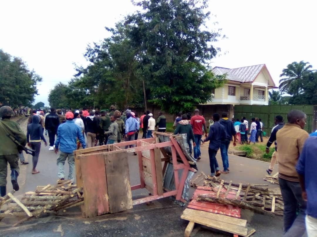 """Beni : Un militaire tué par la population en colère dans une manifestation """"anti-tuerie"""" à Oicha-Kafeza"""