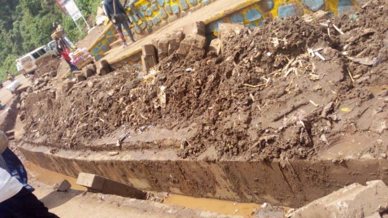 Bukavu : La Mairie entame des travaux de curage des caniveaux et avaloirs dans ses communes