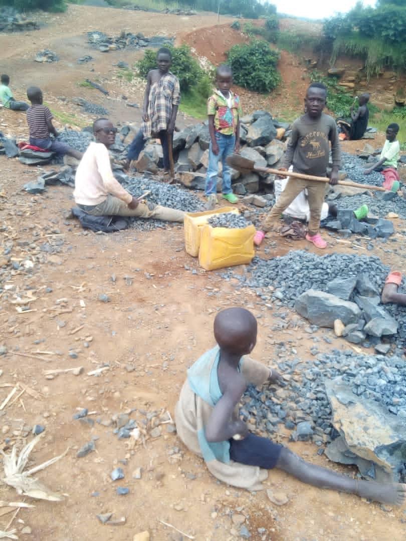 Sud-Kivu : Quand le silence des autorités encourage l'exploitation des enfants dans des carrières de pierres