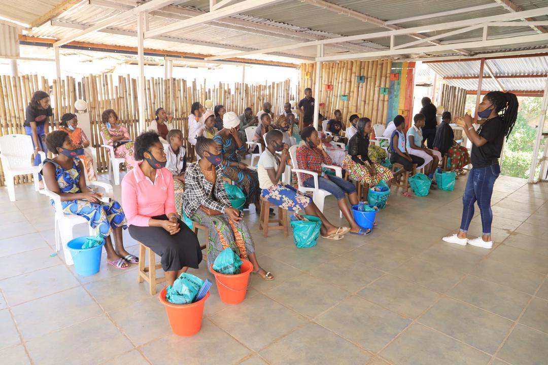 Bukavu : Phoenix conscientise des jeunes filles sur les bienfaits d'une bonne hygiène menstruelle