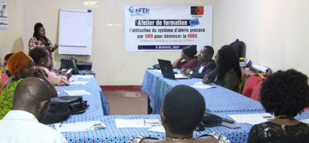 Bukavu : AFEM Forme les membres de noyaux club d'écoute et les autorités sur la dénonciation de VSBG par SMS