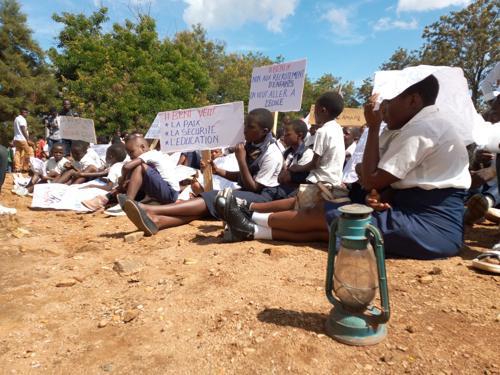 Nord-Kivu: L'hôtel de la ville de Beni est envahi par des écoliers qui réclament l'arrivée du Chef de l'Etat pour restaurer la paix dans leur milieu.