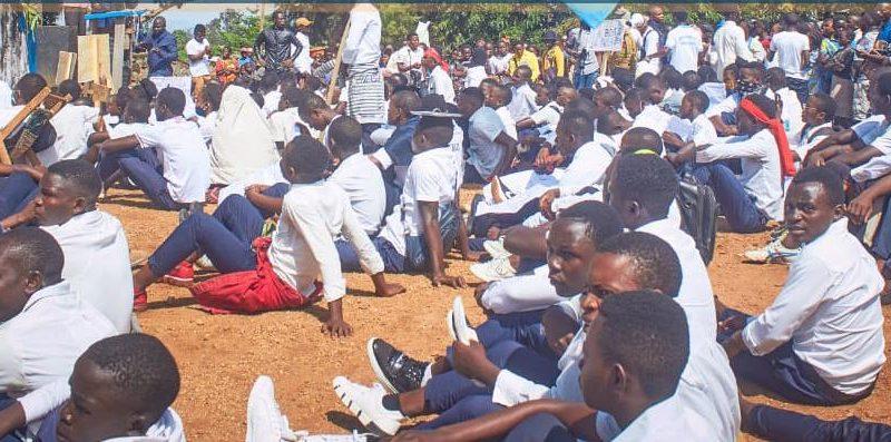Beni: Un élève meurt par balle dans la répression par la police du sit in des écoliers à la marie
