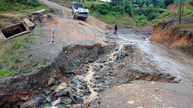 Kalehe : La Société civile alerte les autorités sur  l'impraticabilité des routes Bukavu-Goma et Miti-Hombo sur les RN2 et RN3