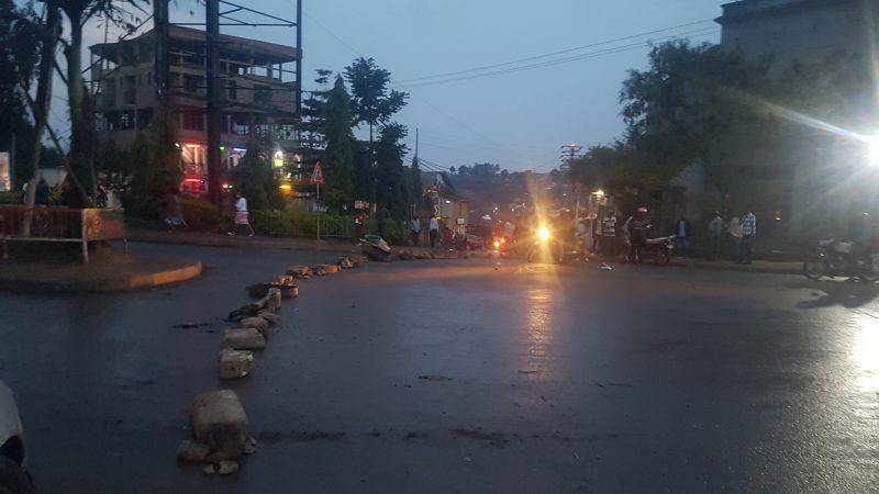 Bukavu: Pas de circulation à la place Mulamba, les militants de l'UNC barricadent la route
