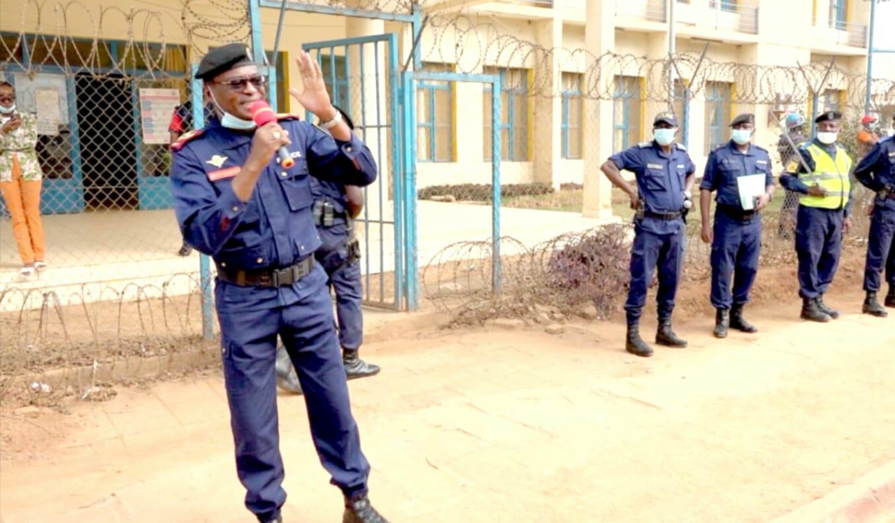 Sud-Kivu/ Covid-19: les policiers sont appelés au professionnalisme et au respect des droits humains (Gén. Jean-Bernard Bazenge)