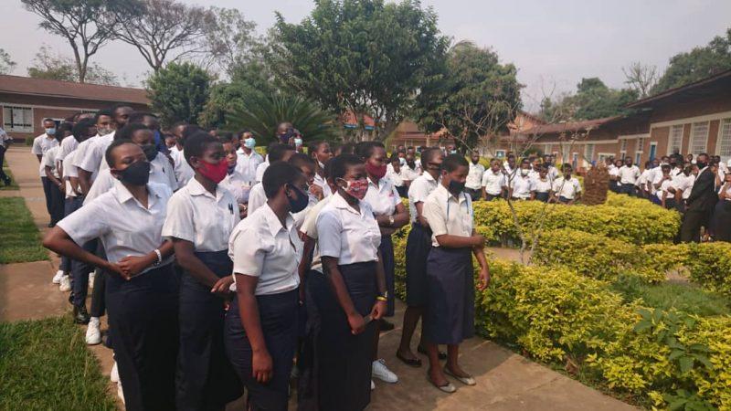 Sud-Kivu: Le Gouverneur de province donne le go des épreuves de la grande session de l'Exétat au lycée Cirezi