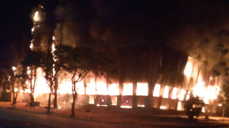 Bukavu : La grande poste est en feu, plusieurs média perdent leur signal
