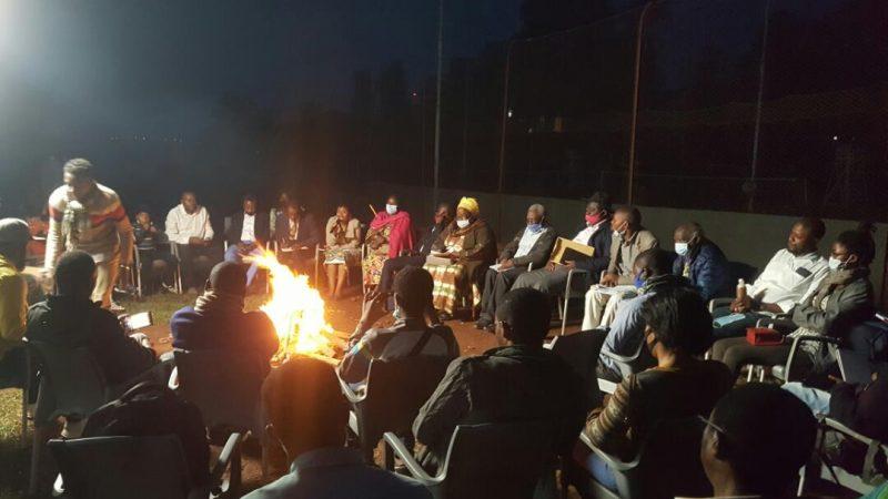 Sud-Kivu : devoir de mémoire des victimes des tueries en province, Uwezo Afrika met autour du feu plusieurs couches de la population