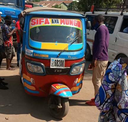 Bukavu: La société civile de Cikonyi dénonce la majoration du prix du transport en commun par les conducteurs des motos tricycles de l'axe Brasserie – Place de l'indépendance
